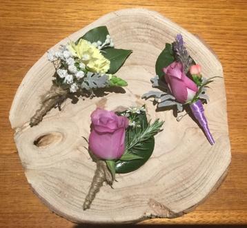 buttonholes mill park florist